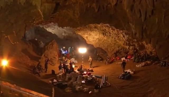 Elon Musk Propose Son Aide Pour Les Enfants Bloqus Dans La Grotte De Tham Luang
